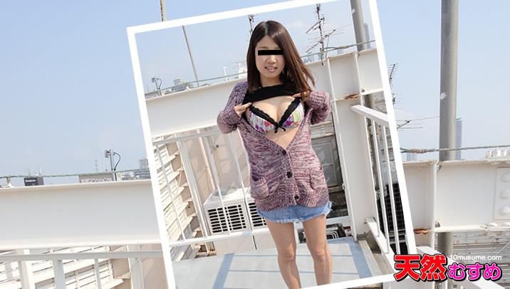 佐々木まお:ビルの屋上をオマンコほり出して回遊しました【天然むすめ】