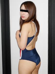 太田香織 お尻のくい込みが卑猥でしかない!競泳水着が似合う素人娘