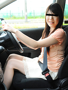 パパの車の中で淫行する巨乳娘