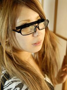 めがね素人〜可愛いすぎてメガネに発射しちゃいました〜